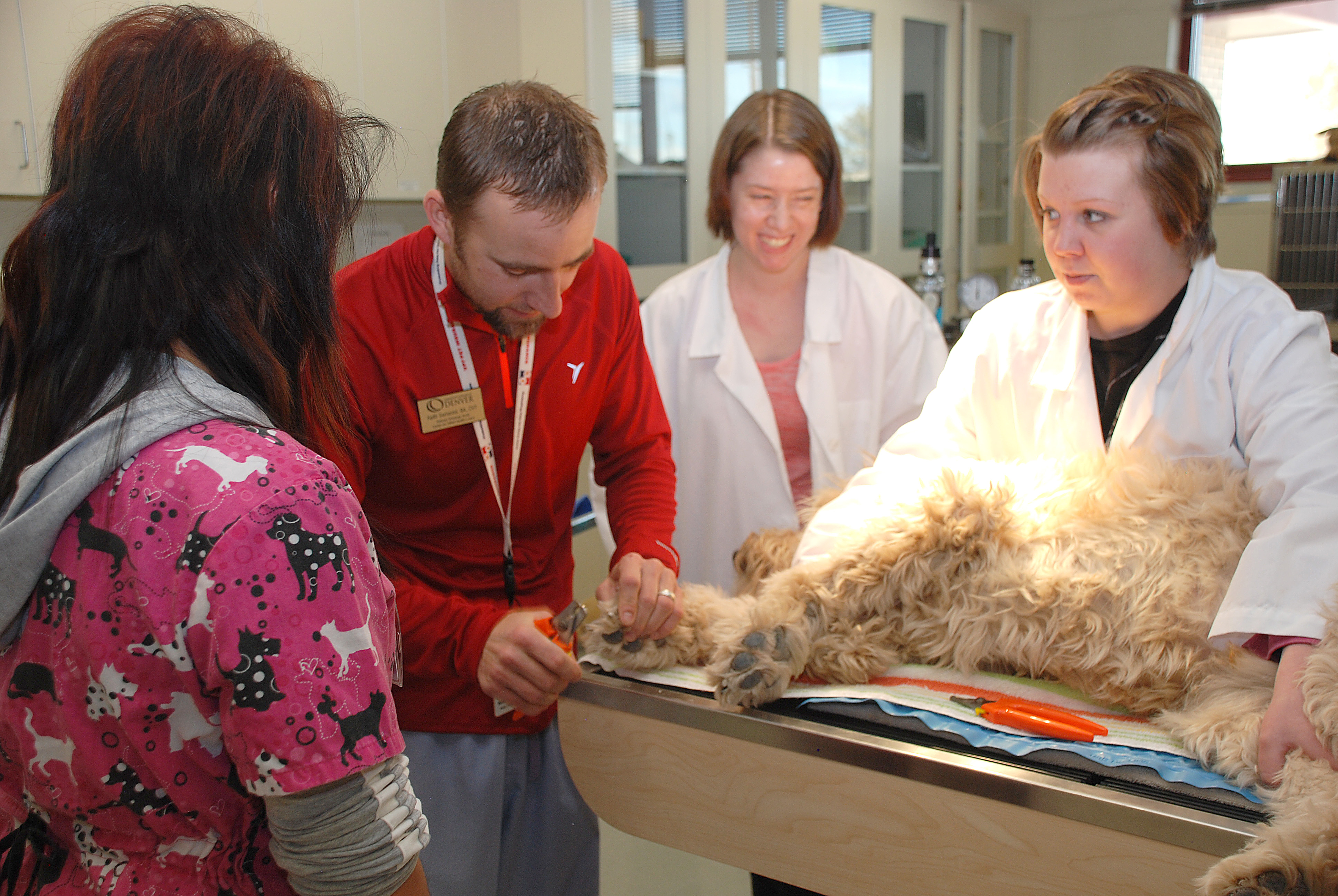 photo of vet tech students with instructor