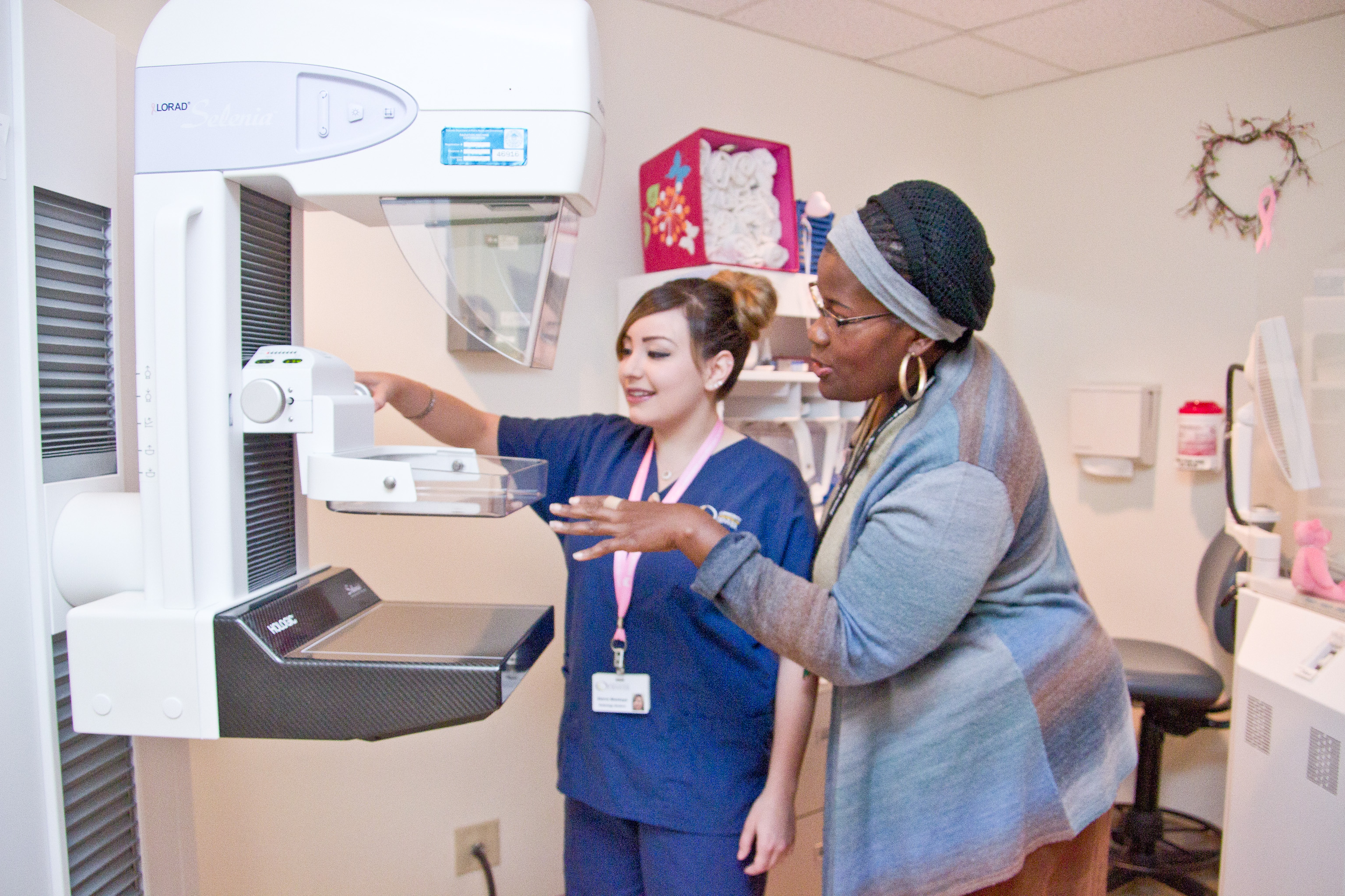 A Radiologic Technologist at Kaiser Permenente trains a CCD student on mammography.