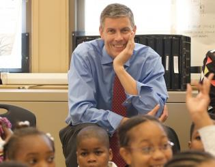 Arne Duncan with children