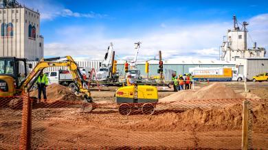 Dirt and equipment at hiring fair